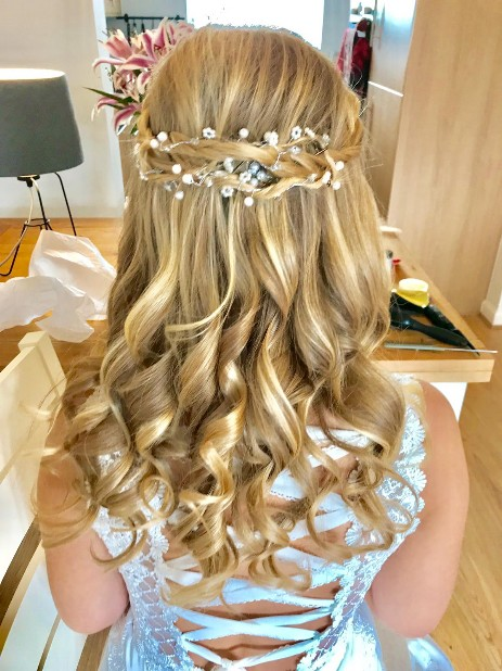 Elegant Half Up Half Down Bridal Hair
